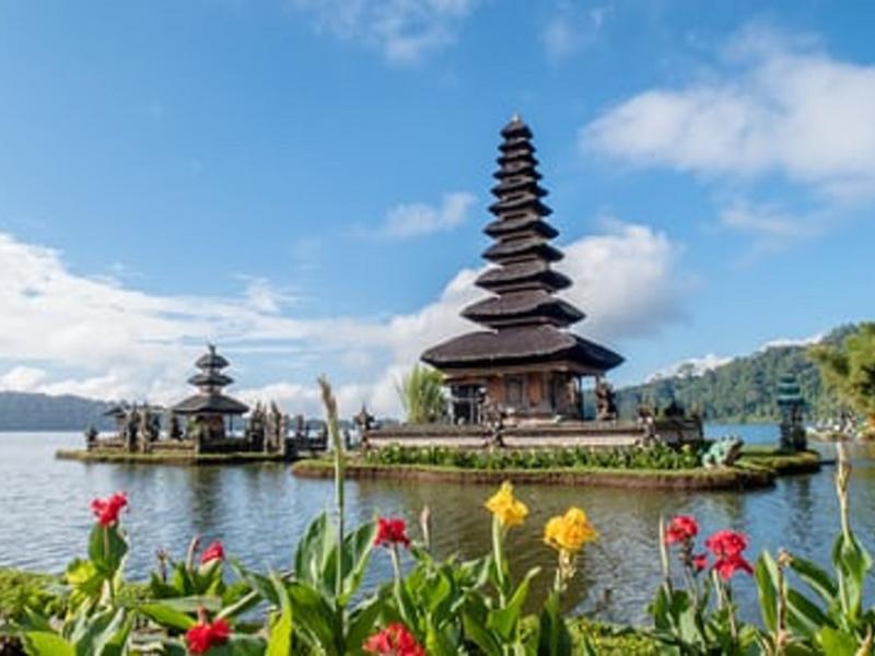 Luhut Sebut Pariwisata Bali Bakal Dibuka Kembali, Tetapi..