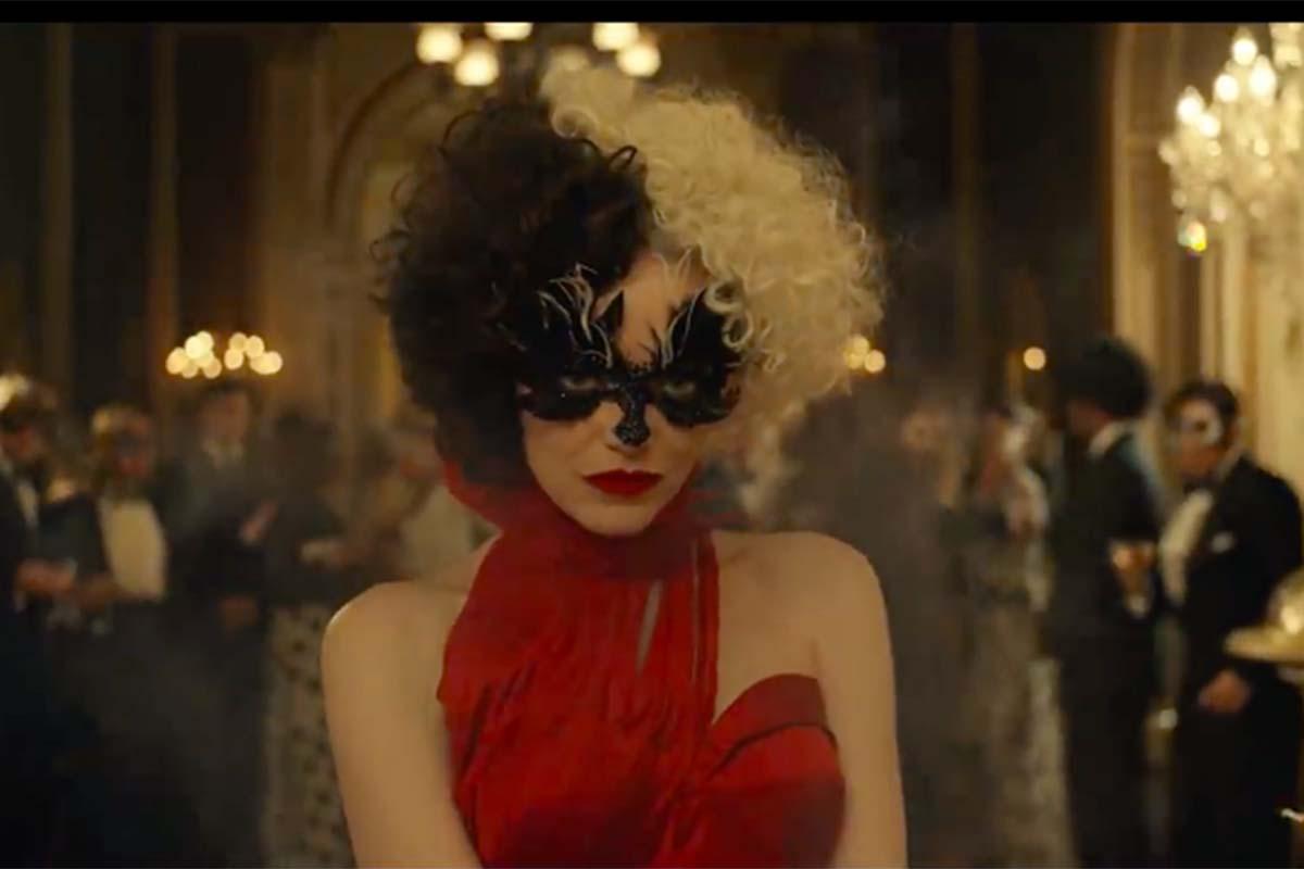 Emma Stone dalam film Cruella. Foto: YouTube/Walt Disney Studios