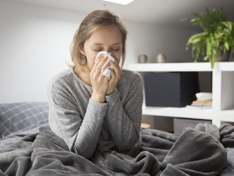 Ilustrasi gejala flu. Foto: Freepik/katemagostar