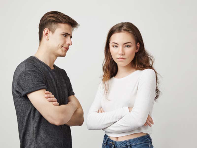 Ilustrasi pasangan yang tidak serius. Foto: Freepik/cookie_studio