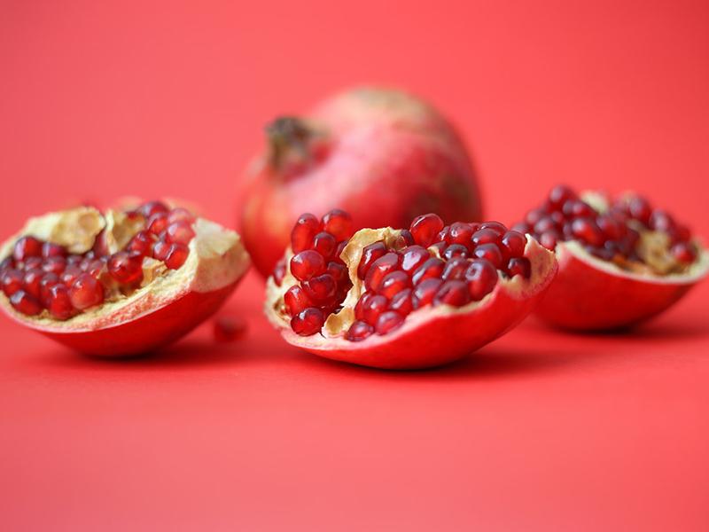 Ilustrasi buah delima. Foto: Unsplash