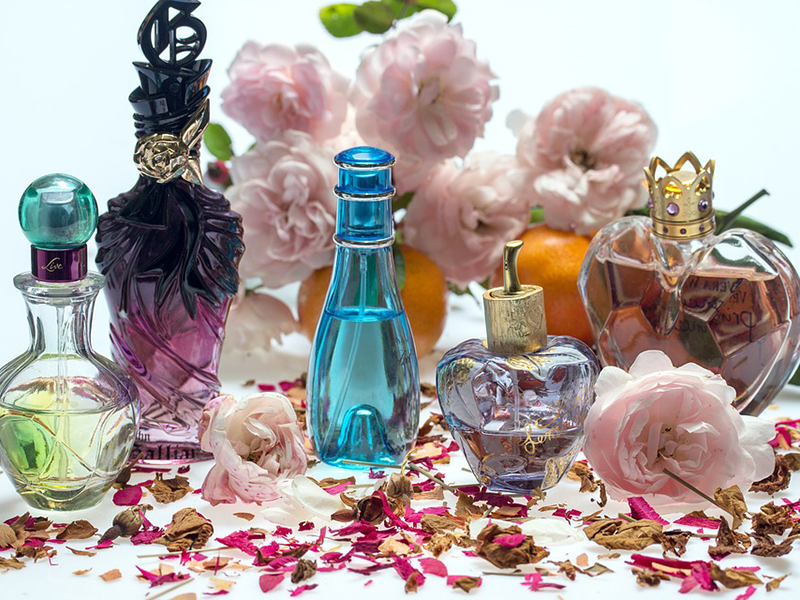 Simak Ya! Ini Perbedaan Parfum, Eau de Parfum & Eau de Toilette