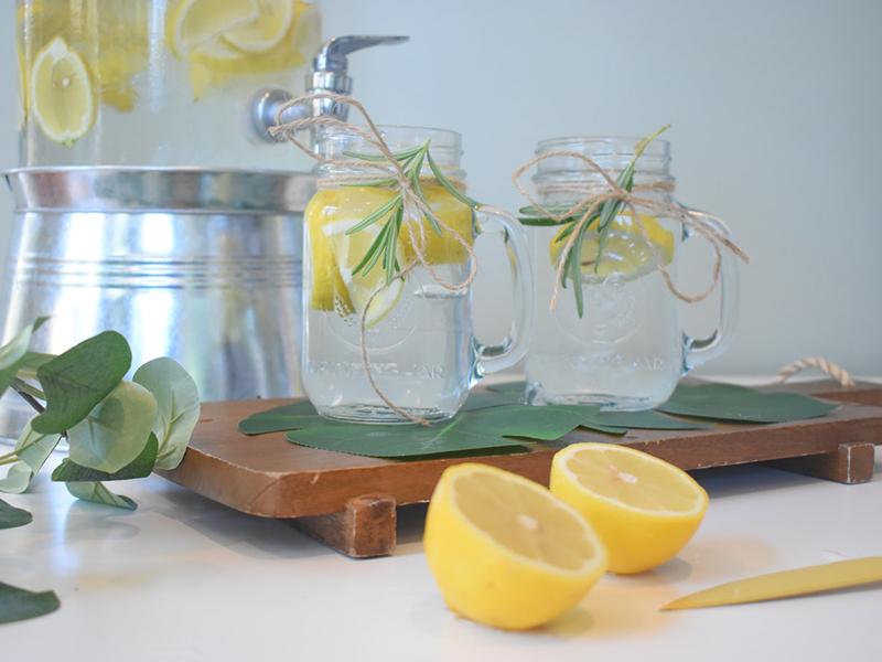 Ilustrasi lemon water. Foto: Unsplash