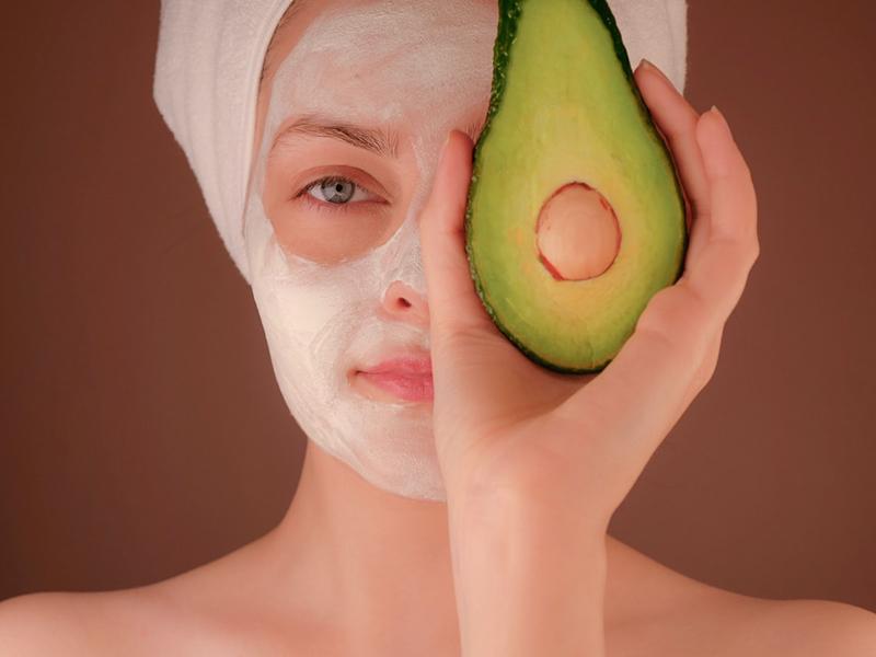 Ilustrasi masker alpukat. Foto: Unsplash