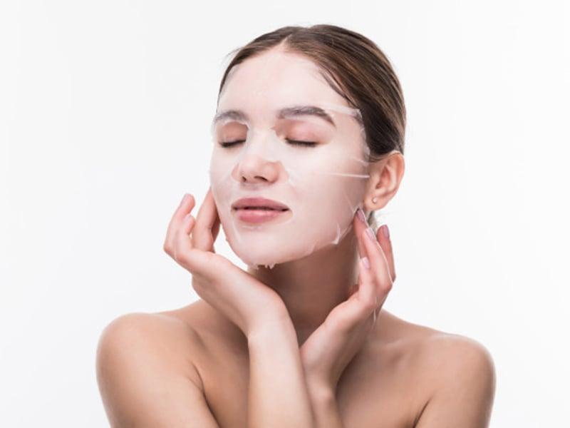 Ingin Wajah Glowing? Yuk Ikuti 5 Tips Pakai Sheet Mask yang Benar