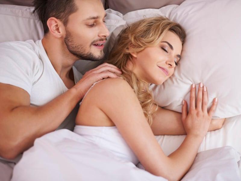 5 Posisi Tidur Wanita yang Sangat Disukai Pria, Jadi Makin..