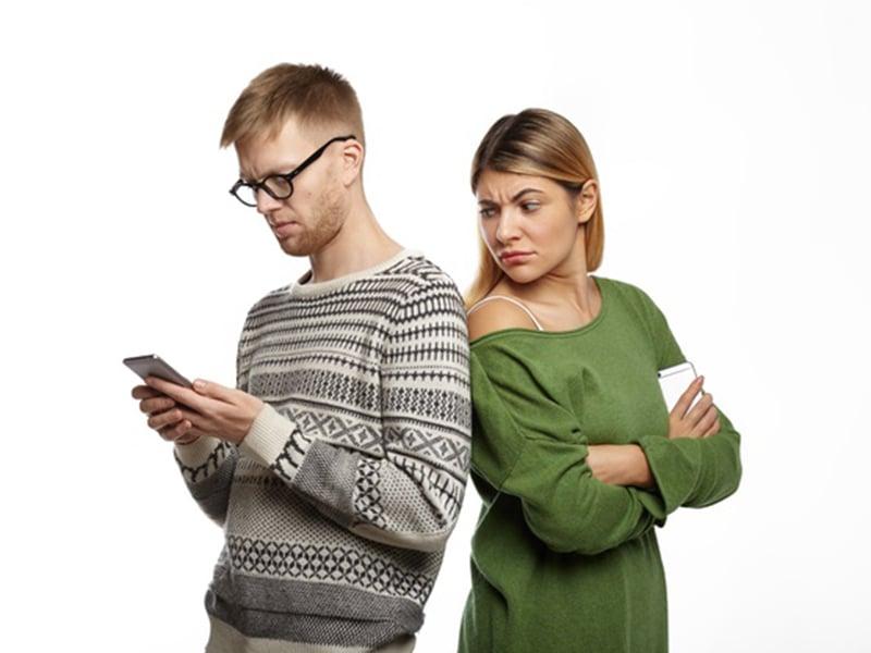 5 Tanda Suami yang Tidak Setia, Para Istri Harus Waspada!
