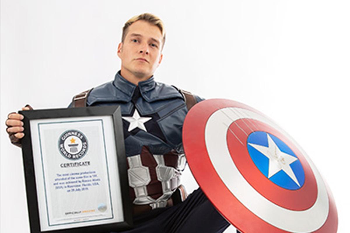 Romero Alanis berhasil masuk Guinness World Records setelah menonton Avengers: Endgame sebanyak hampir 200 kali. Foto: Guinness World Records
