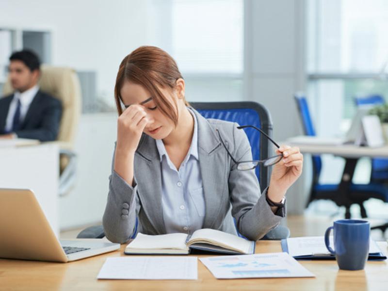Stres dapat mempengaruhi kesehatan jantung. Foto: Freepik/pressfoto