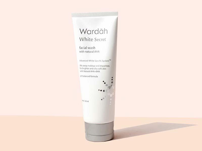 Wardah White Secret Facial Wash. Foto: Sociolla