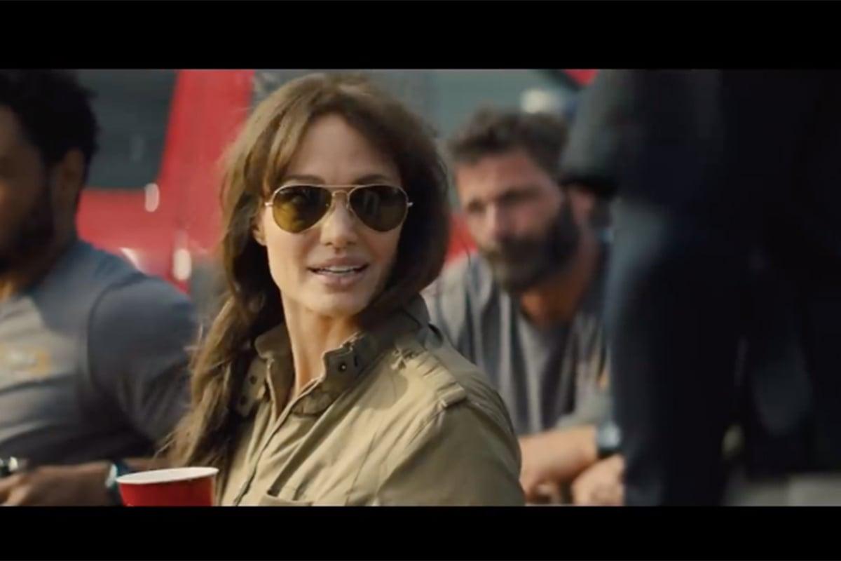 Wow, Angelina Jolie Jadi Pemadam Kebakaran di Film Terbarunya!