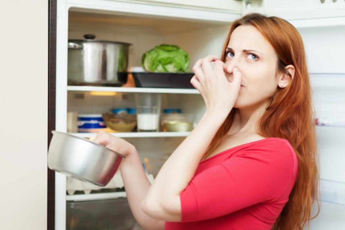 Ilustrasi makanan berbau tidak sedap. Foto: Freepik/bearfotos