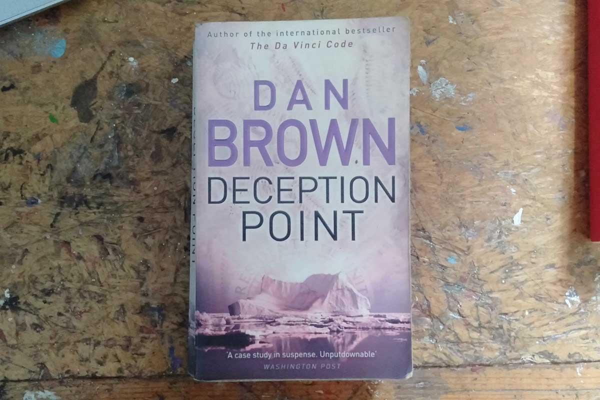 Buku Deception Point. Foto: Pulina/GenPI.co