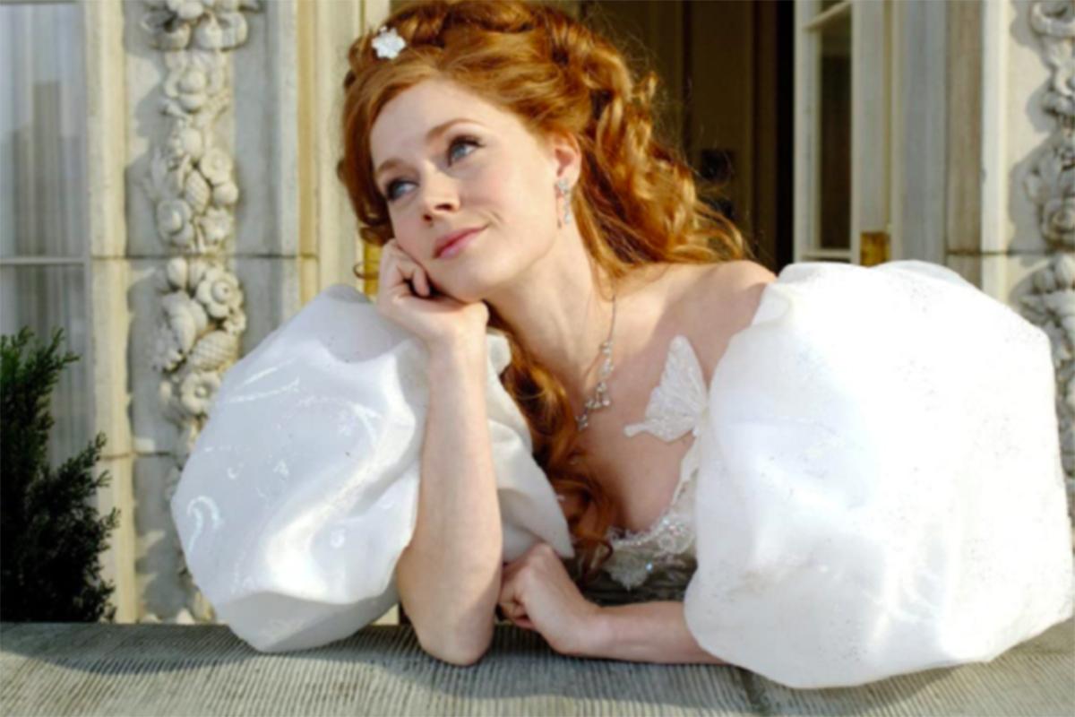 Amy Adams sebagai Giselle dalam film Enchanted (2007). Foto: IMDb/Disney