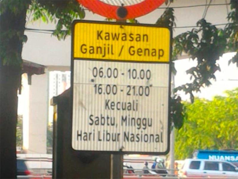 Kebijakan pembatasan kendaraan dengan sistem ganjil-genap di DKI Jakarta belum berlaku di pekan pertama tahun 2021. Foto: Twitter @TMCPoldaMetro