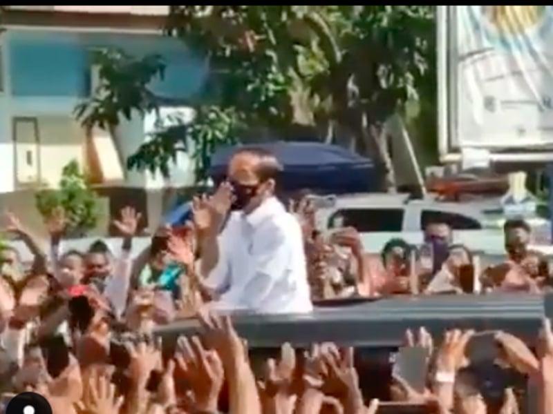Kerumunan saat Jokowi berkunjung ke NTT. Foto: Tangkapan layar Instagram @NTT1958