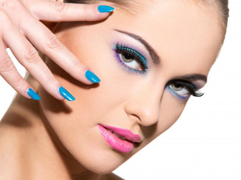 Ilustrasi makeup yang populer di 2021. Foto: Freepik/Raccol_studio