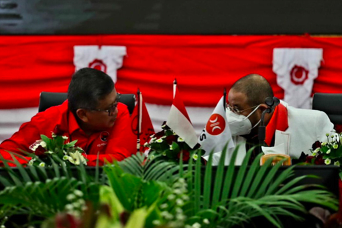 Sekretaris Jenderal PDIP Hasto Kristiyanto bersama Sekjen PKS Habib Aboe Bakar Al Habsy di kantor DPP PDIP. Foto: DPP PDIP