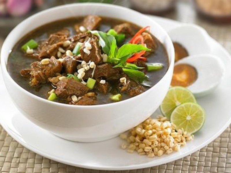 Rawon dinobatkan sebagai sup paling enak se-Asia di tahun 2020 versi TasteAtlas. Foto: Pinterest