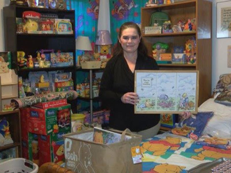 Donna Fee, pemilik koleksi Winnie the Pooh sebanyak 16.000 item. Foto: WCYB Photo