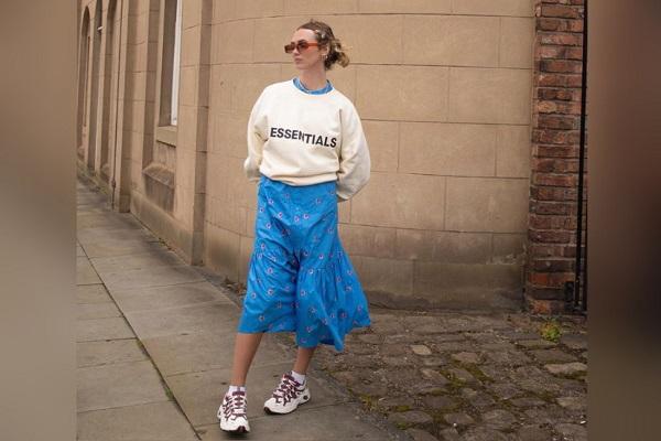 Bingung Pakai Outfit Apa di Musim Penghujan? Contek OOTD Ini Yuk!