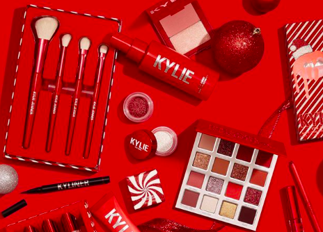 Koleksi makeup edisi Natal Kylie Jenner yang serba merah. (Foto: Instagram/@kyliejenner)