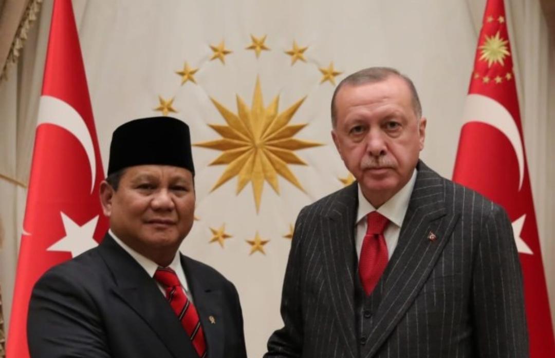 Menhan Prabowo Subianto (kiri) saat bersama Presiden Turki. (Foto: KBRI Ankara)
