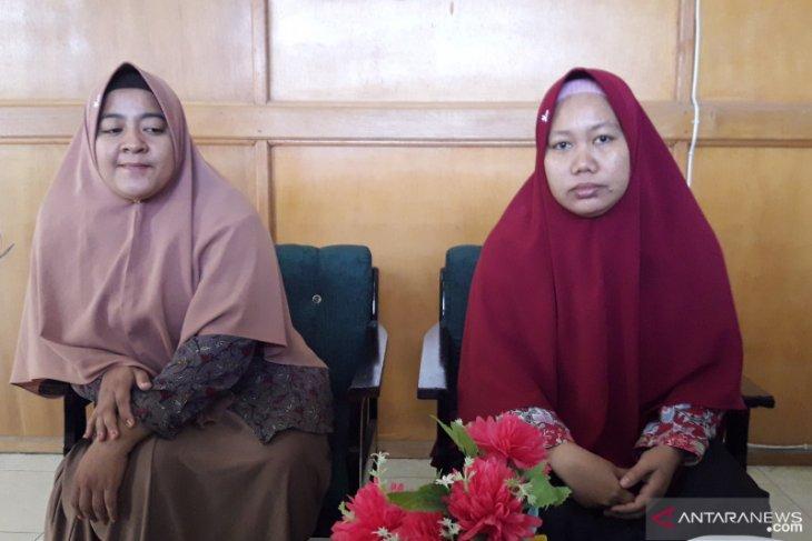 Wakil Kepsek Bidang Kurikulum SMP Muhammadiyah Nunukan, Rismah, S.Pd. (kanan). (Antara)