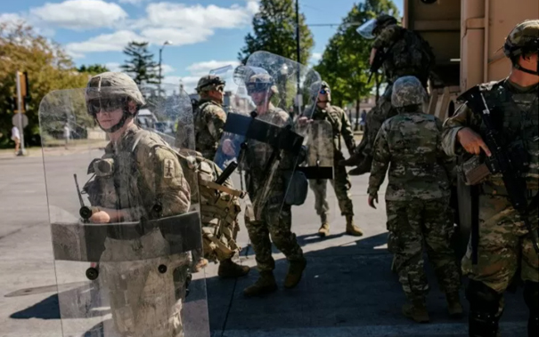 Amerika Sempoyongan, FBI Periksa 25.000 Tentara