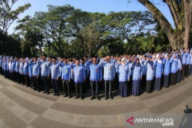 Ilustrasi - ASN sedang melaksanakan upacara bendera (ANTARA/HO/Humas Pemkot Bandung)