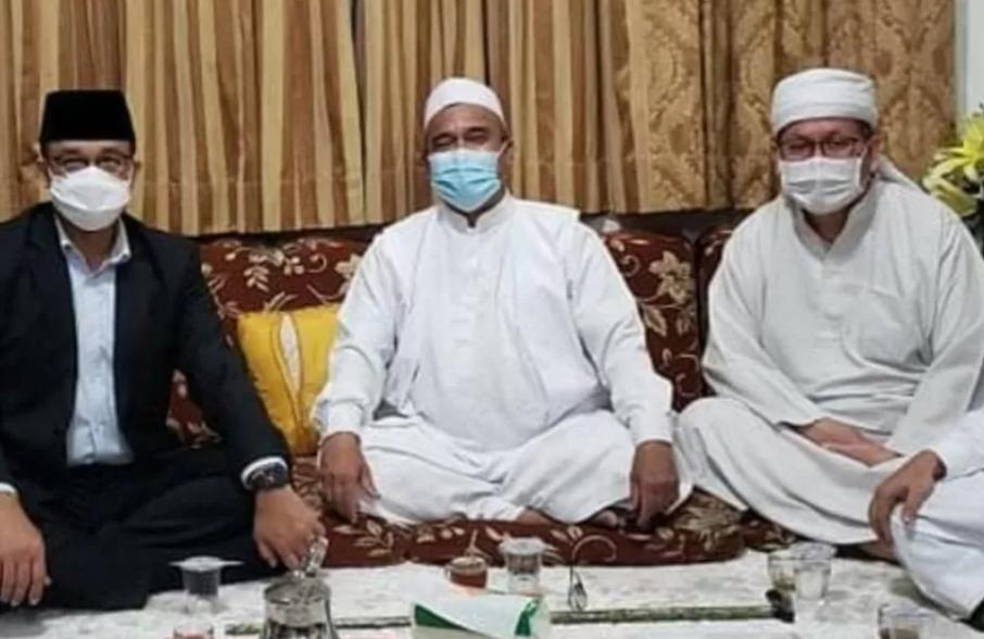 (kiri ke kanan) Gubernur DKI Jakarta Anies Baswedan, Pimpinan FPI Muhammad Rizieq Shihab, Wasekjen MUI Tengku Zulkarnain. (ANTARA/HO-Instagram Tengku Zulkarnain)