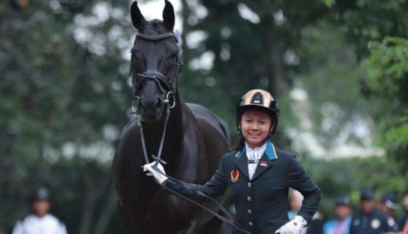 Ivana Putri Santosa saat mengikuti kegiatan berkuda ( sumber : instagram )