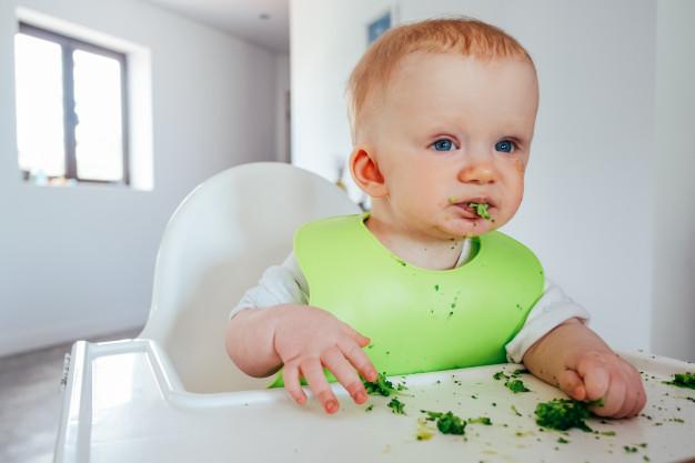 Ilustrasi anak makan sayur. Foto: Freepik