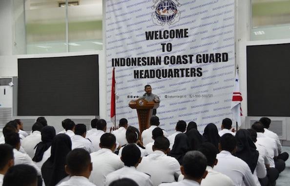 Kepala Bakamla RI Laksdya Bakamla A. Taufiq R saat memberikan pengarahan kepada seluruh personel Bakamla RI wilayah Jakarta di Aula Mabes Bakamla RI, Jakarta Pusat, Senin (6/1/2020). (Foto: Humas Bakamla RI)