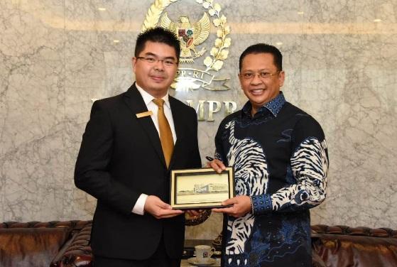 Ketua MPR Bambang Soesatyo atau Bamsoet menerima pengurus JCI Indonesia di Ruang Kerja Ketua MPR RI, Jakarta, Kamis (13/2). (Foto: Humas MPR)