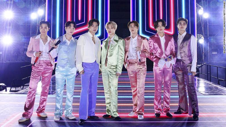 BTS tampil dalam American Music Awards 2020, November lalu. Foto: CNN