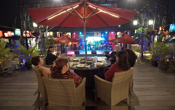 Nongkrong di Roof Park Cafe Puncak, Bikin Mager Tak Mau Pulang