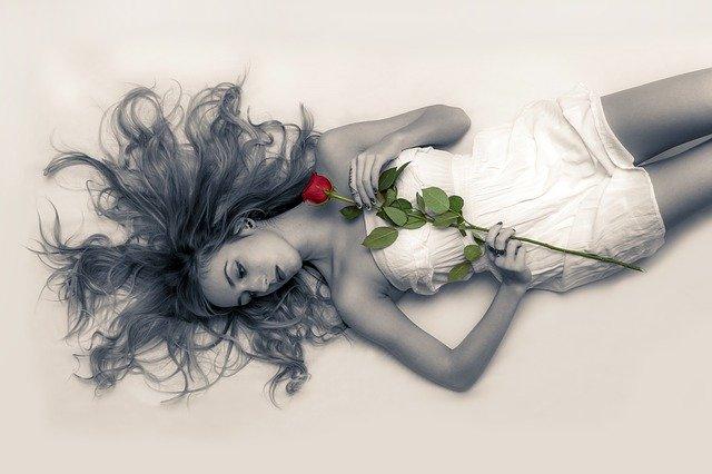 Inilah Tanda Wanita Diam-Diam Jatuh Hati dan Akhirnya Jadi Bucin. Foto: Pixabay