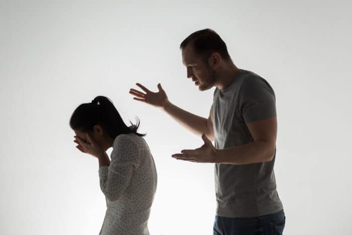 Kenali 4 Tanda Pacar yang Suka Mengatur dalam Hubungan. Foto: Hellosehat