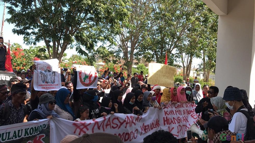 Demo masyarakat Pulau Komodo yang menuntut pembatalan penutupan Pulau Komodo dan relokasi mereka dari pulau tersebut. (Foto: Dok. GenPI.co)
