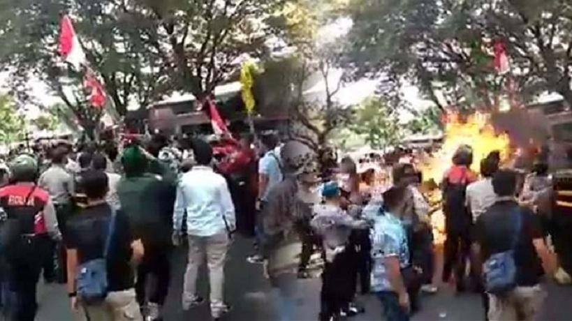 Demo mahasiswa di Gedung DPRD Cianjur, Jawa Barat, berakhir ricuh. (ist)
