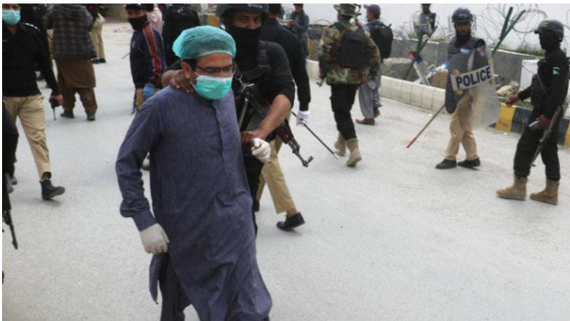 Dokter di Pakistan ditangkap polisi saat berdemo. Fptp: gulfnews