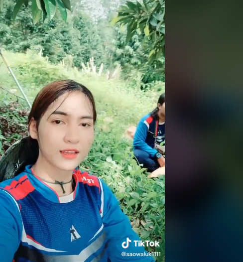 Bikin Melongo! Perempuan Cantik Ini Jago Banget Panen Durian