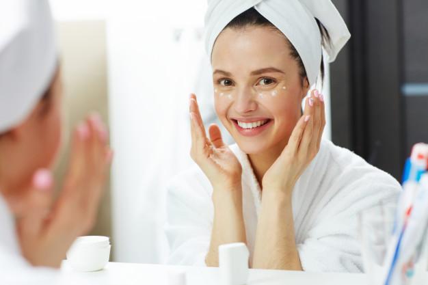 Skin care alami belum tentu aman. Foto: Pressfoto/Freepik