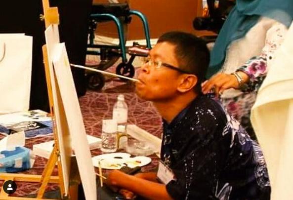 Faisal Rusdi, melukis dengan menggunakan mulut. Foto: IG @ud_al
