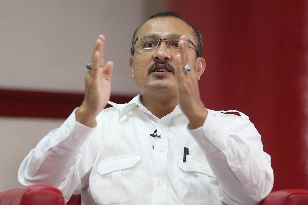 Mendadak Ferdinand Beber Babi Jadi Alat Kadrun Serang Jokowi