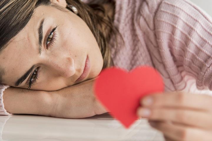Zodiak Paling Susah Lupakan Sakit Hati, Karma Mereka Bisa Perih
