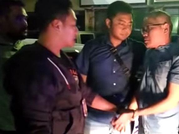 Tohap Silaban saat ditangkap polisi. Foto: YouTube