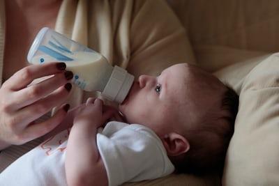 Bayi minum susu. Foto: Unsplash