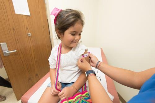 Ilustrasi imunisasi anak. Foto: Pexels